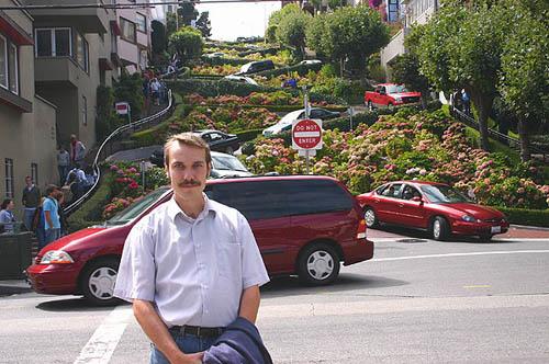 Lombard Street - уж точно самая кривая улица в мире! :-)